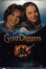 gold-diggers-the-secret-of-bear-mountain-from-left-anna-chlumsky-christina-E5NC1K